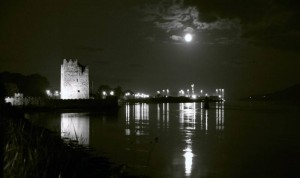 Beautiful: Narrow Water Castle at night